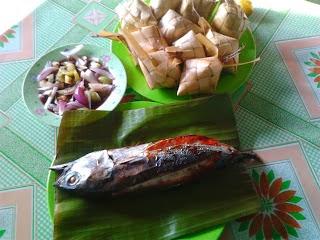 焼き魚のティナプ・アーナン プソと一緒に