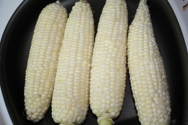 フィリピンローカルフード Japanese Sweet Corn 白色のトウモロコシ