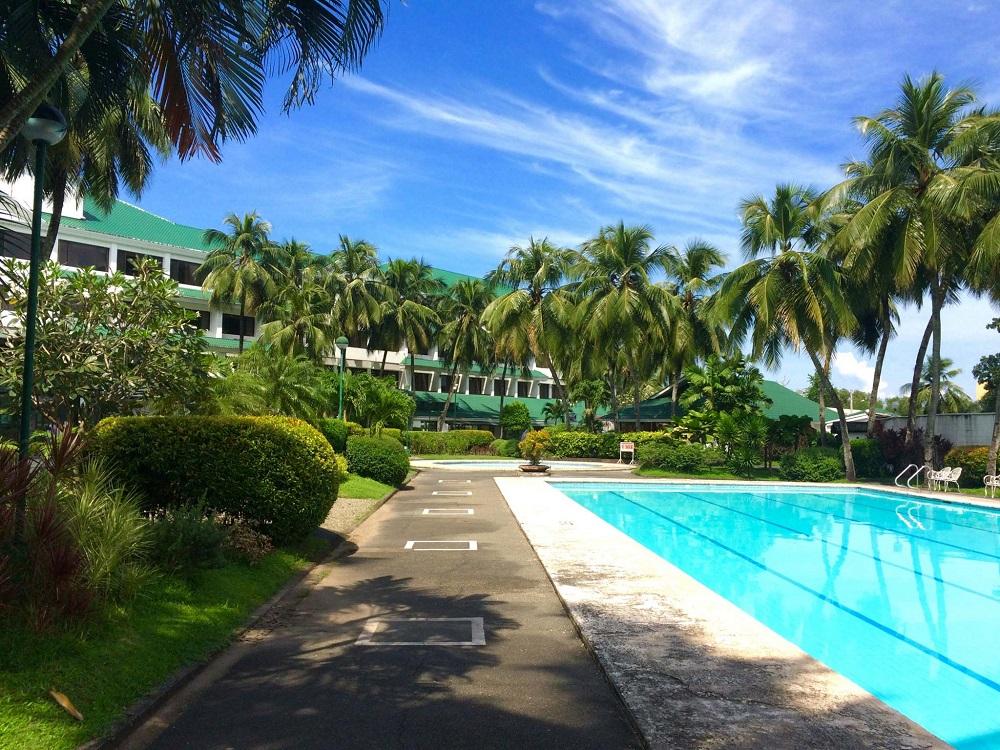 フィリピン留学 パコロド留学 E-room 中庭写真2