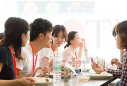 セブ島留学 MBA オリジナル校 1階レストラン「AJITO」食事風景